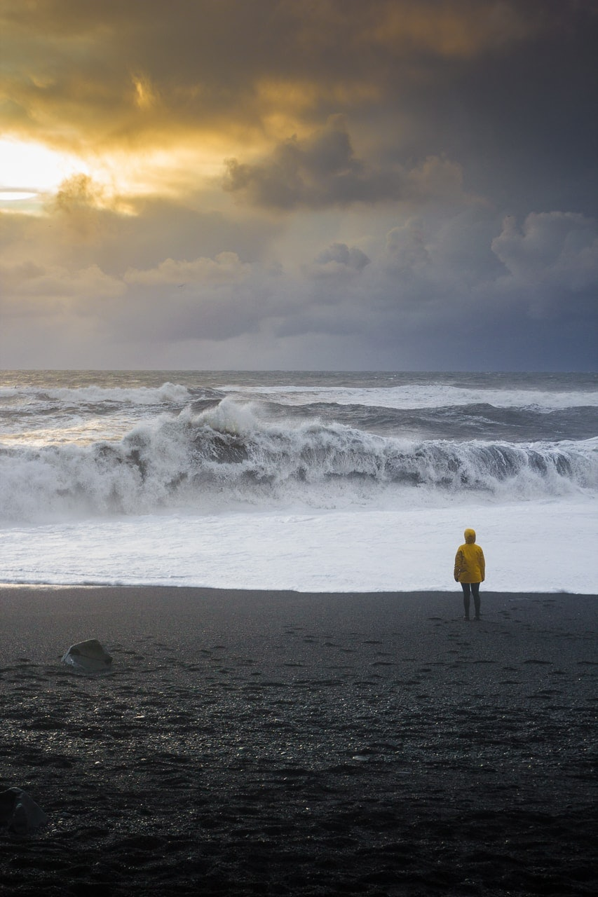 Iceland winter road trip - Black Sand Beach - by Conscious by Chloé
