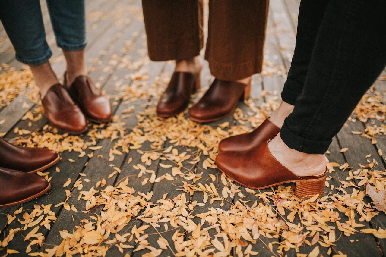 Capsule Wardrobe - A  Fall Afternoon Walk around Portland in my Nisolos