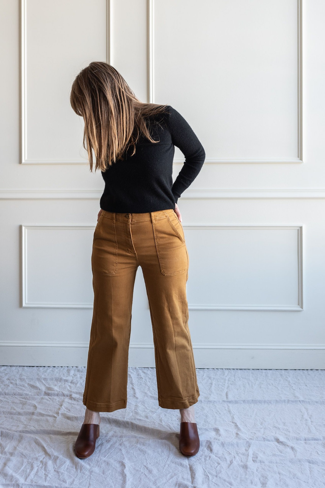 Fall 10x10 Day 6 Look - Everlane Black Cashmere Sweater, Golden Brown Utility Pants & Nisolo Brandy Mules by Conscious by Chloé