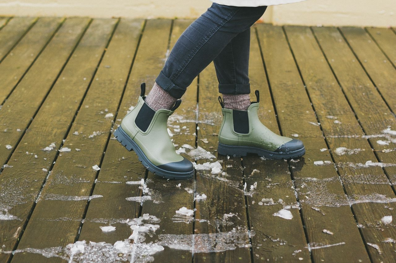 Everlane Rain Boot Surplus Review by Conscious by Chloé
