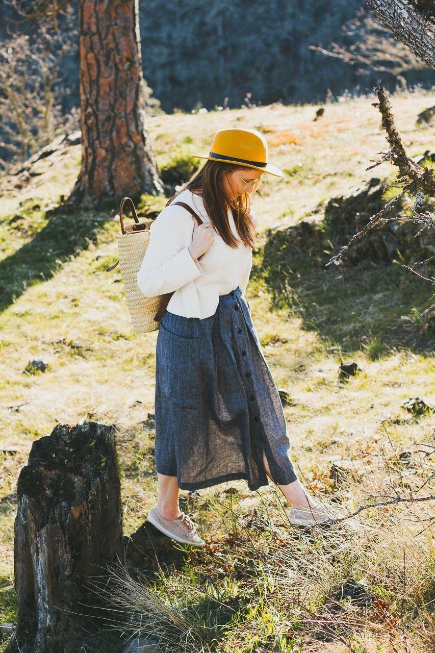 consciousbychloe-everlane-soft-cotton-square-crew-bone-sweater-thrifted-skirt-2